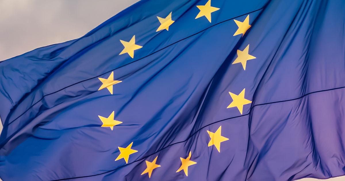 EU-flagga som vajar i vinden