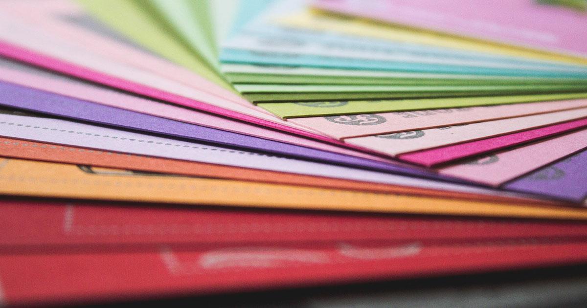 Färgsorterade papper