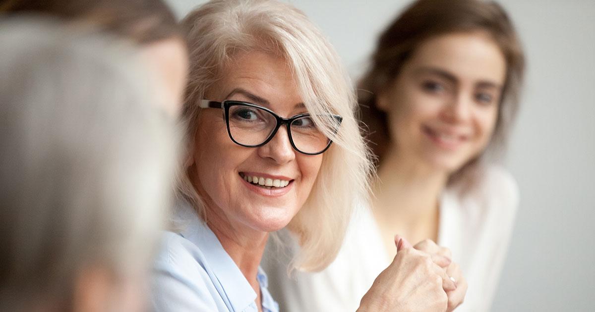 Ledare som samtalar och utvecklas med sina medarbetare